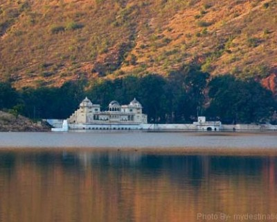 Sukh Niwas Palace