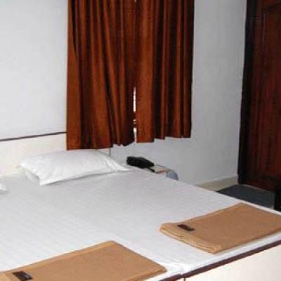 Hotel Aarjee Crescent