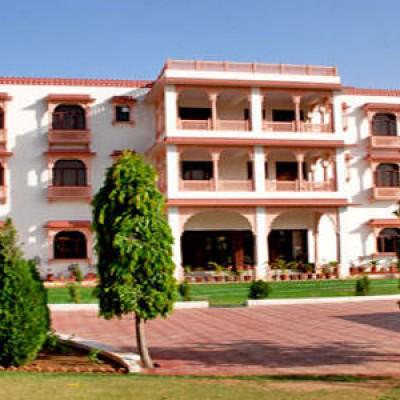 Aapno Heritage Hotel