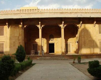 Akbari Fort & Museum