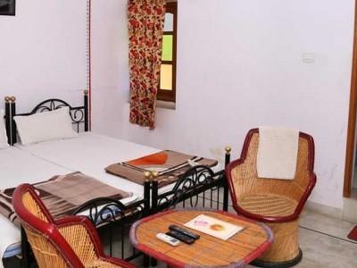 Hotel Ishwar Palace