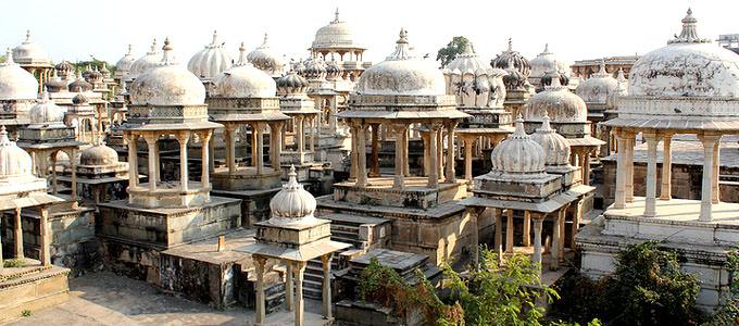 Udaipur, Ahar, cenotaphs