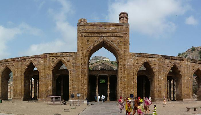 Adhai-Din-Ka-Jhonpra-in-Ajmer