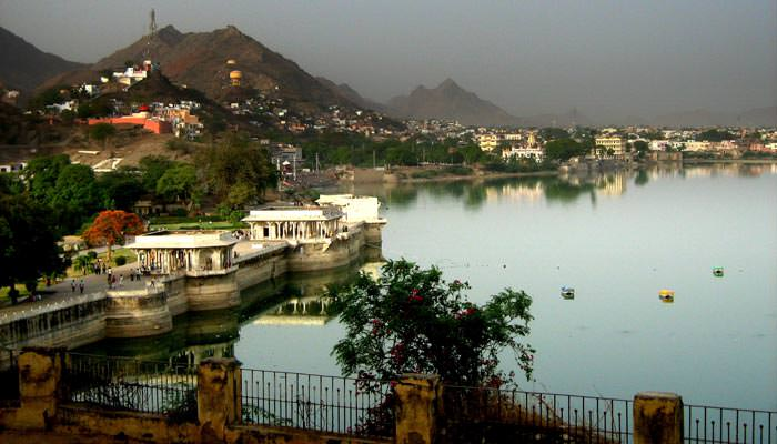 Daulat-Bagh-Garden-and-Ana-Lake