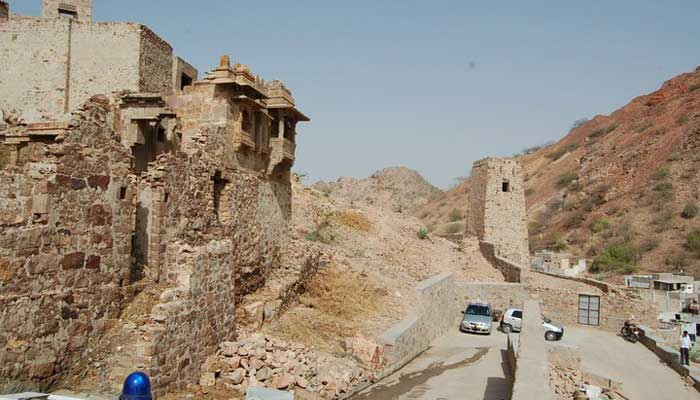 road-to-barmer-fort