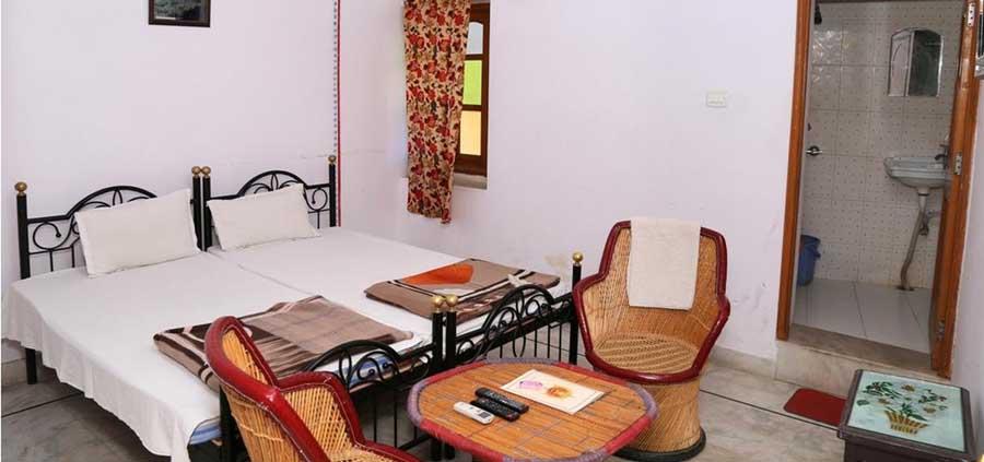 Hotel Ishwar Palace Udaipur